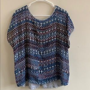 Vince Camuto patterned top size XL!